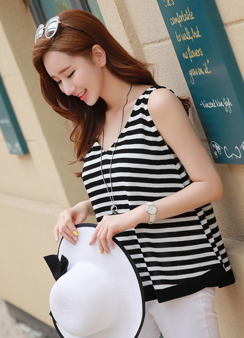 Stripe V-Neck Sleeveless Knit Top