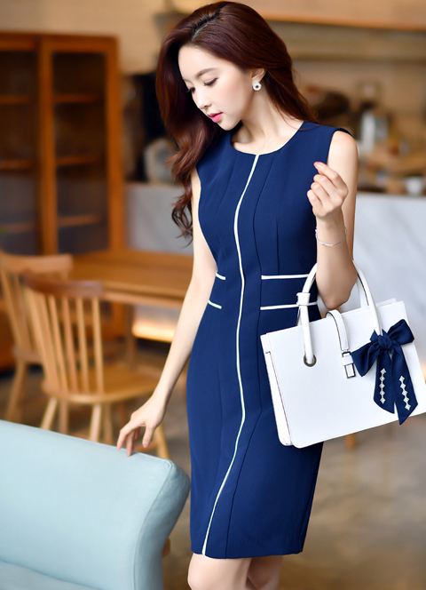 White Line Sleeveless Slim Fit Dress