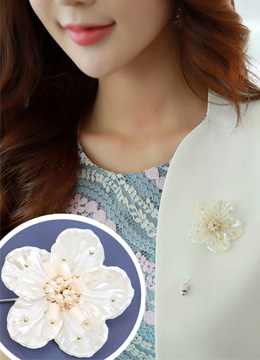 Pearl Accent Flower Motif Brooch, Styleonme