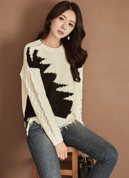 Pearl Accent Zig-Zag Knit Sweater, Styleonme