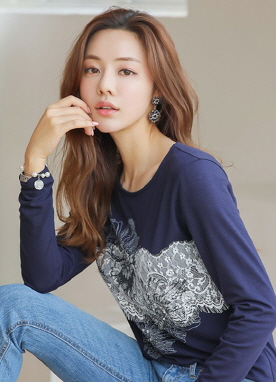 Cubic and Lace Flower Motif Round Neck Tee, Styleonme