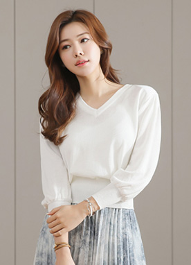 V-Neck Balloon Sleeve Knit Tee, Styleonme