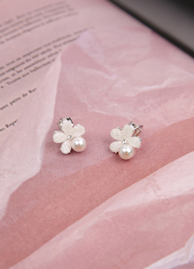 Pearl Accent Flower Earrings, Styleonme
