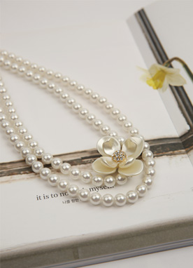 Flower Accent Pearl Necklace, Styleonme
