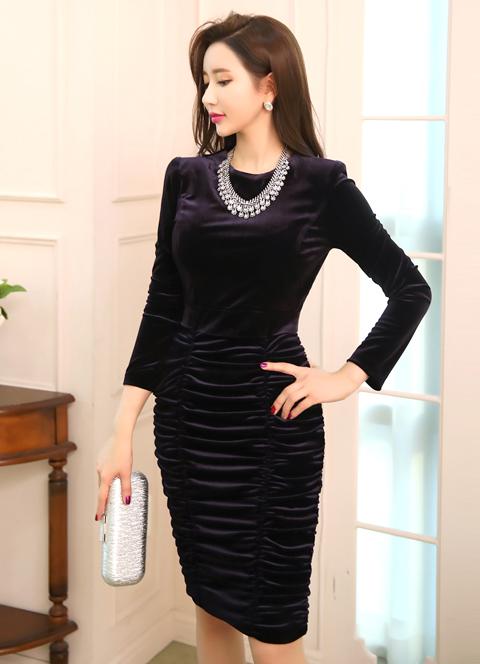 長袖タイトギャザードレス