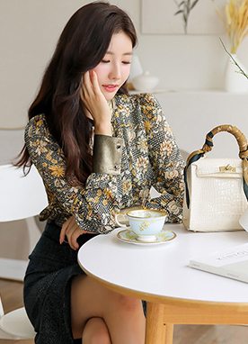 Floral Print Gold Trim Blouse, Styleonme