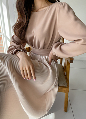 Contrast Belle Dress with Oversized Sleeves, Styleonme